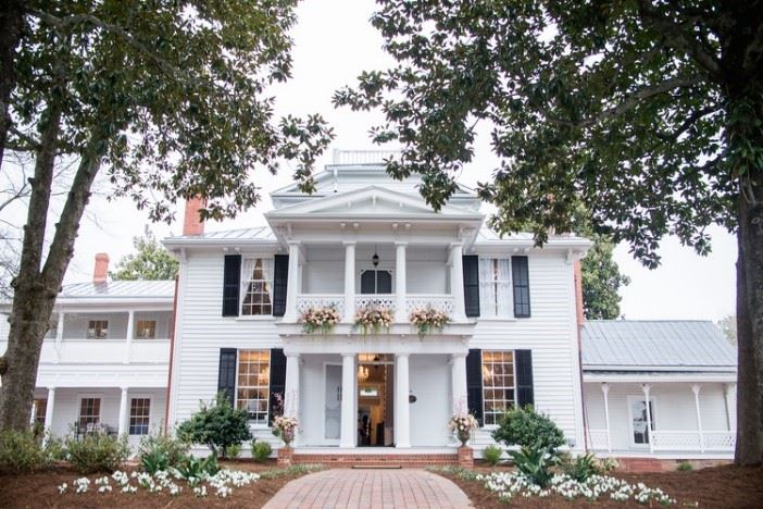 historic white house in downtown holly springs